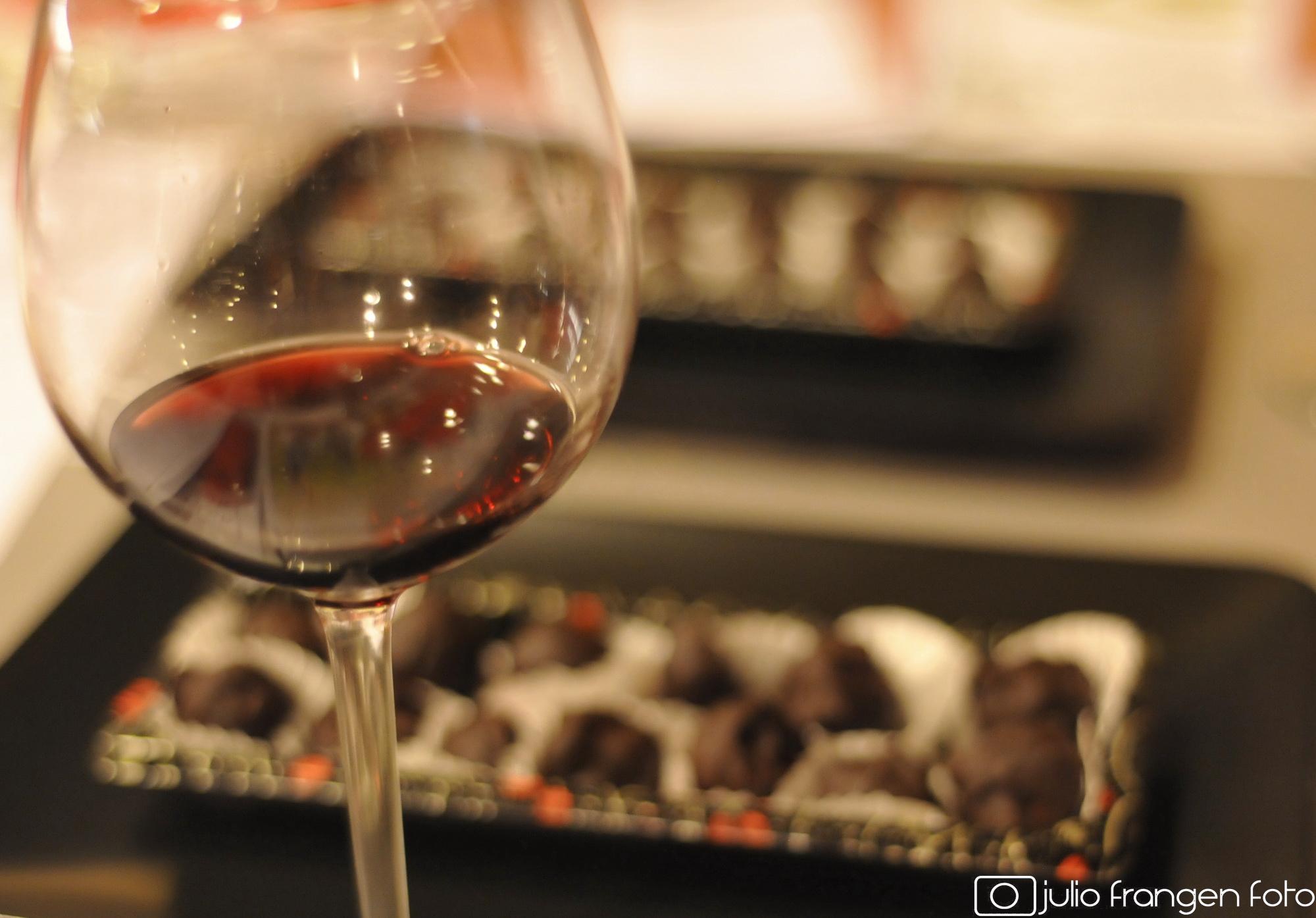FRANCUSKI I VINO: Neka jedu kolače – i piju vino!