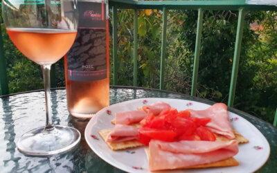 Rosé na balkončiću #6: hvarski rosé Pavičić, prvo izdanje – a već na dobrom putu!