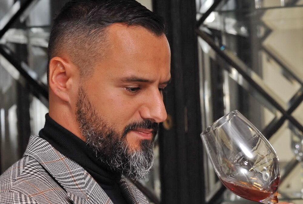 Daniel Čečavac s diplomom WSET: Wines & Spirits u ruci – čestitamo!