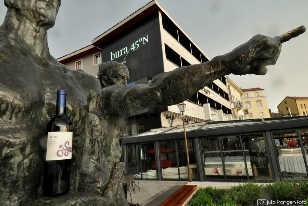 U Senj – grad bure, stiglo vino Ventus Bura!